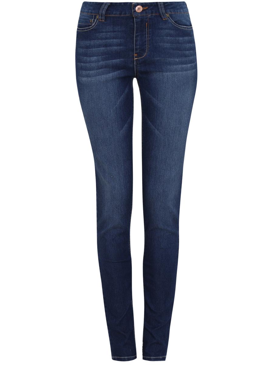12103131/24100/7500WСтильные женские джинсы oodji Denim выполнены из хлопка с добавлением полиэстера и полиуретана. Материал мягкий и приятный на ощупь, не сковывает движения и позволяет коже дышать. Джинсы-слим со средней посадкой застегиваются на пуговицу в поясе и ширинку на застежке-молнии. На поясе предусмотрены шлевки для ремня. Спереди модель дополнена двумя втачными карманами и одним накладным кармашком, сзади - двумя накладными карманами. Модель оформлена контрастной прострочкой, эффектом потертости и перманентными складками.