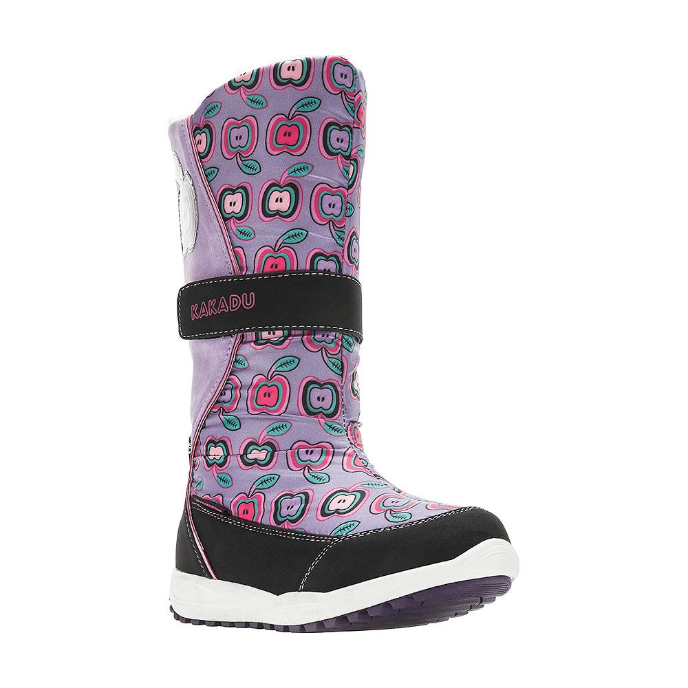 6221AДутики от Kakadu непременно понравится как маленьким непоседам, так и их заботливым родителям. Модель, выполненная из текстиля и синтетической кожи по технологии Water-resistant, гарантирует непромокаемость. Укрепленные носок и пятка обладают необходимой степенью жесткости для поддержания формы на протяжении всего периода использования. Подкладка из шерсти обеспечивает ногам тепло и сухость при любых климатических условиях. Подошва из термопластичной резины отличается хорошей сцепляемостью с поверхностью и высокой пружинистостью. Благодаря этим качествам дети могут совершать длительные прогулки без чувства усталости в ногах. Детские дутики оформлены ярким принтом. Застежка-молния надежно фиксирует изделие на ноге. Хлястик на липучке по голенищу позволяет легко подобрать оптимальный объем.
