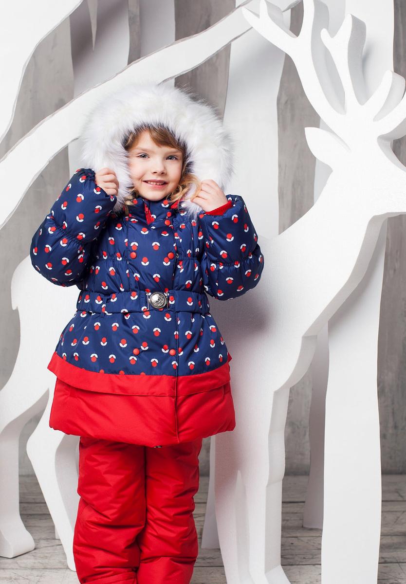 Комплект верхней одежды1КС1602Теплый и практичный зимний костюм Вишня от OLDOS состоит из куртки и полукомбинезона. Покрытие Teflon на ткани костюма защищает от воды и грязи, увеличивает износостойкость и упрощает уход за изделием. Гипоаллергенный утеплитель Hollofan 250 г/м2 в куртке и 200 г/м2 в полукомбинезоне отлично удерживает тепло. Мягкая хлопковая подкладка на спине и груди куртки приятно прилегает к телу, а гладкий полиэстер в рукавах, капюшоне и в полукомбинезоне помогает с легкостью одеть костюм на любую одежду. Съемная подстежка на молнии выполнена из 60% овечьей шерсти. Температура носки костюма -35°С...0°С. Куртка имеет весь необходимый функционал для комфортной носки: двойная ветрозащитная планка с защитой подбородка, съемная меховая подстежка, воротник-стойка с приятной к лицу трикотажной вставкой, саморегулирующиеся муфты с трикотажными манжетами в рукавах, низ рукавов и низ куртки присборен на резинку, съемный капюшон с регулировкой объема и съемной опушкой из меха. Куртка дополнена поясом...