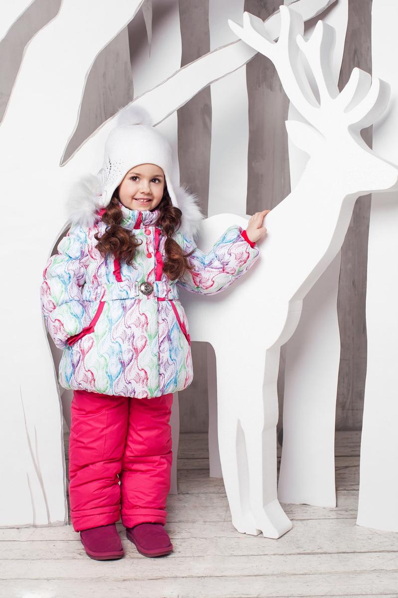 Комплект верхней одежды1КС1607Супер теплый и практичный зимний костюм от OLDOS. Покрытие Teflon защищает от воды и грязи, увеличивает износостойкость и упрощает уход за изделием. Утеплитель Hollofan 250/200 г/м2 гипоаллергенен, отлично удерживает тепло. Подкладка: хлопок (грудка и спинка), гладкий полиэстер в рукавах и брючинах для легкости одевания. Съемная подстежка на молнии из 60% овечьей шерсти. Температура -35...0 С. Куртка имеет весь необходимый функционал для комфортной носки: ветрозащитные планки, саморегулирующиеся трикотажные манжеты внутри рукавов, карманы, воротник-стойку с приятной к лицу трикотажной вставкой, съемный капюшон с регулируемым объемом и съемной опушкой из искусственного меха, на талии ремень с металлической пряжкой, низ куртки присборен на резинку. Полукомбинезон также очень функционален: широкие эластичные регулируемые лямки, застежка-молния, вшита резинка по линии талии, есть снего-ветрозащитные муфты, так же есть карманы. Костюм оснащен светоотражающими элементами.