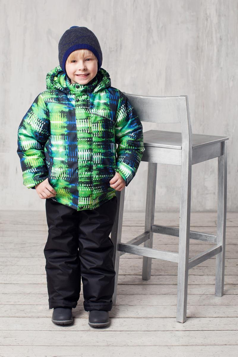 Комплект верхней одежды1КС1620Высокопрочный костюм из зимней коллекции Jicco by Oldos Артур оснащен всем самым необходимым для комфортной носки. Пропитка Teflon защитит от грязи и воды, увеличивает износостойкость и облегчает уход. Мембрана 2000/2000 делает костюм дышащим и обеспечивает водонепроницаемость. Гипоаллергенный утеплитель HOLLOFAN 300/150 г - эффективно удерживает тепло, не впитывает влагу и запах. Флисовая подкладка в области груди, спины и воротника, в рукавах и полукомбинезоне гладкий полиэстер для легкости одевания. Куртка застегивается на пластиковую застежку-молнию и дополнительно имеет ветрозащитный клапан на кнопках. Спереди куртка дополнена втачными карманами на застежках-молниях. Низ рукавов оформлен эластичными манжетами, которые мягко обхватывают запястья, не позволяя просачиваться холодному воздуху. Светоотражающие полосы на куртке предусмотрены для безопасного передвижения ребенка в темное время суток. Полукомбинезон с грудкой застегивается на...