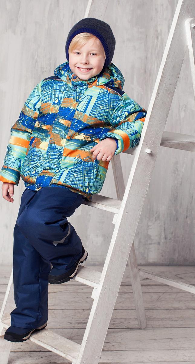 Комплект верхней одежды1КС1622Высокопрочный костюм из зимней коллекции JICCO by OLDOS оснащен всем самым необходимым для комфортной носки. Пропитка Teflon защитит от грязи и воды, увеличивает износостойкость и облегчает уход. Мембрана 2000/2000 делает костюм дышащим и обеспечивает водонепроницаемость. Гипоаллергенный утеплитель HOLLOFAN 300/150 г - эффективно удерживает тепло, не впитывает влагу и запах. Флисовая подкладка в области груди, спины и воротника, в рукавах и полукомбинезоне гладкий полиэстер для легкости одевания. Костюм может расти вместе с ребенком за счет отворотов. По краю капюшона и низу куртки вшита резинка, обеспечивающая лучшее прилегание. Противоснежные муфты, трикотажные манжеты, ветрозащитные планки и воротник-стойка прекрасно защитят от снега и ветра. Полукомбинезон хорошо закрывает грудку и спинку ребенка, а широкие эластичные лямки легко регулируются по высоте. Карманы в куртке на молнии, в полукомбинезоне карманов нет. Есть светоотражающие элементы. Температура -30 С...+0 С.