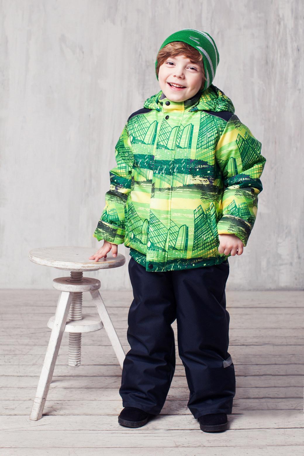 Комплект одежды для мальчика Гвидон. 1КС16221КС1622Высокопрочный костюм из зимней коллекции JICCO by OLDOS оснащен всем самым необходимым для комфортной носки. Пропитка Teflon защитит от грязи и воды, увеличивает износостойкость и облегчает уход. Мембрана 2000/2000 делает костюм дышащим и обеспечивает водонепроницаемость. Гипоаллергенный утеплитель HOLLOFAN 300/150 г - эффективно удерживает тепло, не впитывает влагу и запах. Флисовая подкладка в области груди, спины и воротника, в рукавах и полукомбинезоне гладкий полиэстер для легкости одевания. Костюм может расти вместе с ребенком за счет отворотов. По краю капюшона и низу куртки вшита резинка, обеспечивающая лучшее прилегание. Противоснежные муфты, трикотажные манжеты, ветрозащитные планки и воротник-стойка прекрасно защитят от снега и ветра. Полукомбинезон хорошо закрывает грудку и спинку ребенка, а широкие эластичные лямки легко регулируются по высоте. Карманы в куртке на молнии, в полукомбинезоне карманов нет. Есть светоотражающие элементы. Температура -30 С...+0 С.