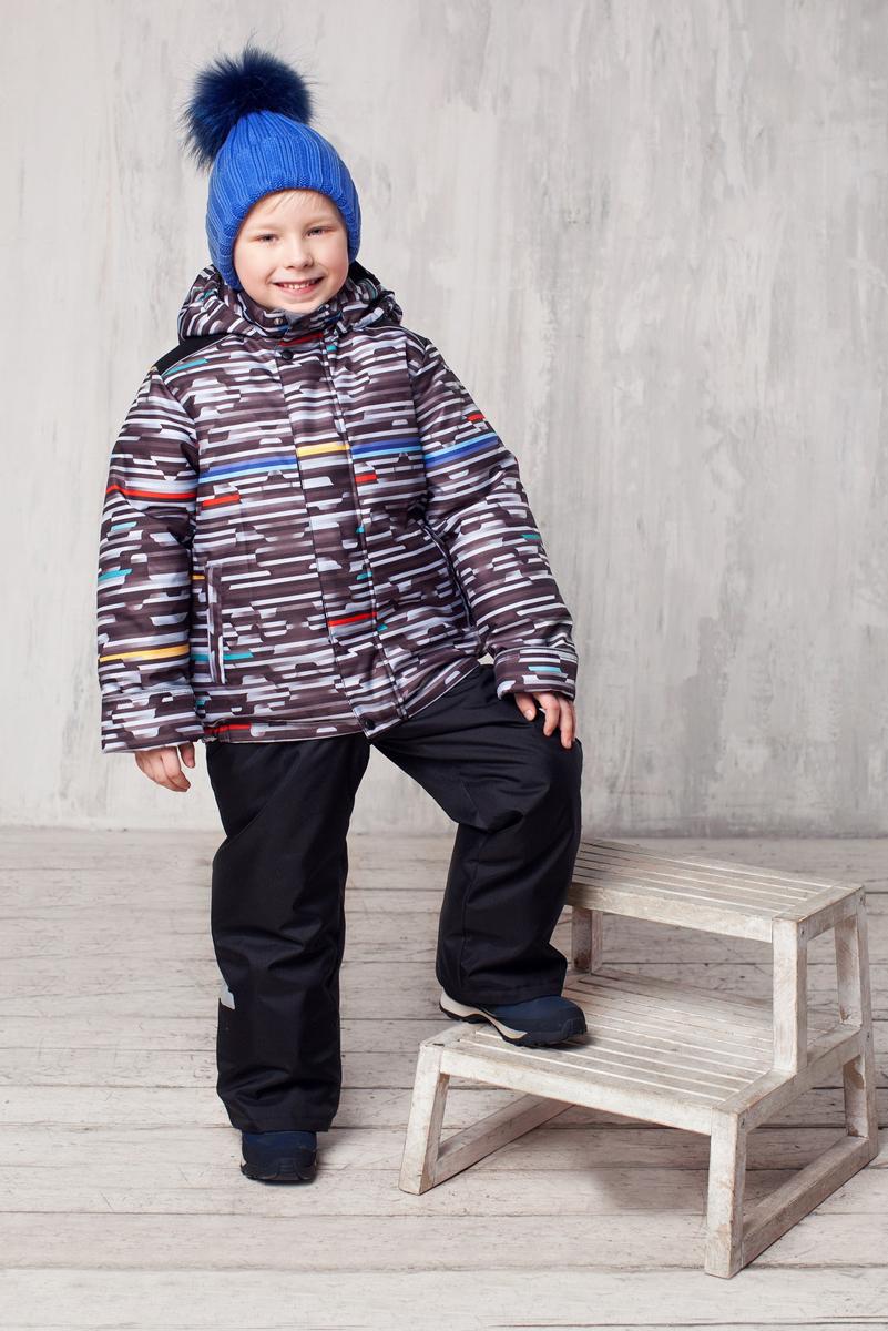 Комплект одежды для мальчика Стрелок. 1КС16231КС1623Высокопрочный костюм из зимней коллекции JICCO by OLDOS оснащен всем самым необходимым для комфортной носки. Пропитка Teflon защитит от грязи и воды, увеличивает износостойкость и облегчает уход. Мембрана 2000/2000 делает костюм дышащим и обеспечивает водонепроницаемость. Гипоаллергенный утеплитель HOLLOFAN 300/150 г - эффективно удерживает тепло, не впитывает влагу и запах. Флисовая подкладка в области груди, спины и воротника, в рукавах и полукомбинезоне гладкий полиэстер для легкости одевания. Костюм может расти вместе с ребенком за счет отворотов. По краю капюшона и низу куртки вшита резинка, обеспечивающая лучшее прилегание. Противоснежные муфты, трикотажные манжеты, ветрозащитные планки и воротник-стойка прекрасно защитят от снега и ветра. Полукомбинезон хорошо закрывает грудку и спинку ребенка, а широкие эластичные лямки легко регулируются по высоте. Карманы в куртке на молнии, в полукомбинезоне карманов нет. Есть светоотражающие элементы. Температура -30 С...+0 С.