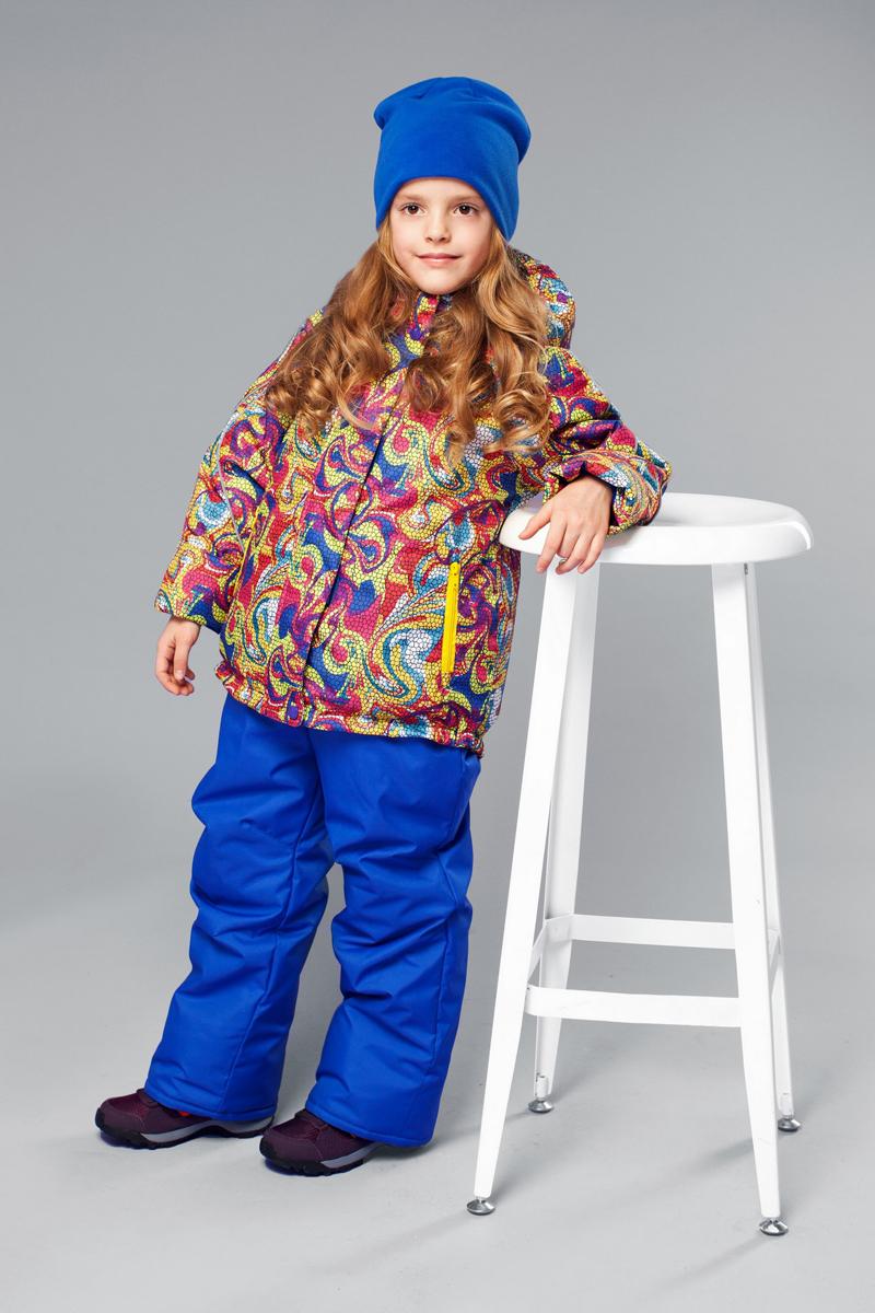 Комплект одежды для девочки Веста. 1КС16251КС1625Высокопрочный костюм из зимней коллекции JICCO by OLDOS оснащен всем самым необходимым для комфортной носки. Пропитка Teflon защитит от грязи и воды, увеличивает износостойкость и облегчает уход. Мембрана 2000/2000 делает костюм дышащим и обеспечивает водонепроницаемость. Гипоаллергенный утеплитель HOLLOFAN 300/150 г - эффективно удерживает тепло, не впитывает влагу и запах. Флисовая подкладка в области груди, спины и воротника, в рукавах и полукомбинезоне гладкий полиэстер для легкости одевания. Костюм может расти вместе с ребенком за счет отворотов. По краю капюшона и низу куртки вшита резинка, обеспечивающая лучшее прилегание. Противоснежные муфты, трикотажные манжеты, ветрозащитные планки и воротник-стойка прекрасно защитят от снега и ветра. Полукомбинезон хорошо закрывает грудку и спинку ребенка, а широкие эластичные лямки легко регулируются по высоте. Карманы в куртке на молнии, в полукомбинезоне карманов нет. Есть светоотражающие элементы. Температура -30 С...+0 С.