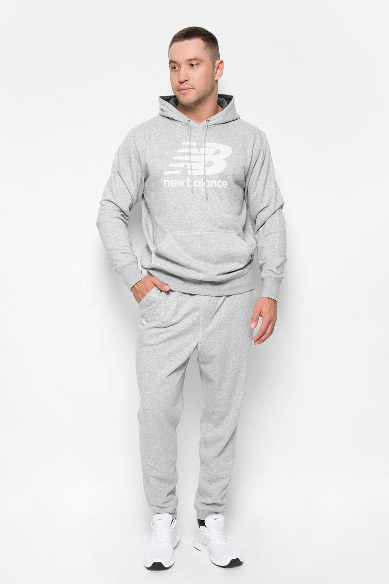 Брюки спортивныеMP63560/AGУдобные мужские спортивные брюки New Balance великолепно подойдут для отдыха, повседневной носки, а также для занятий спортом. Модель прямого кроя и средней посадки изготовлена из хлопка с добавлением полиэстера, благодаря чему великолепно пропускает воздух, обладает высокой гигроскопичностью и превосходно сидит, обеспечивая вам комфорт даже во время интенсивных тренировок. Брюки имеют широкую эластичную резинку на поясе, объем талии регулируется при помощи шнурка-кулиски. Брючины дополнены трикотажными манжетами. Изделие дополнено двумя втачными карманами спереди, а также украшено принтом с изображением логотипа производителя. Эти модные и в то же время удобные брюки - настоящее воплощение комфорта. В них вы всегда будете чувствовать себя уверенно и уютно и непременно достигнете новых спортивных высот.