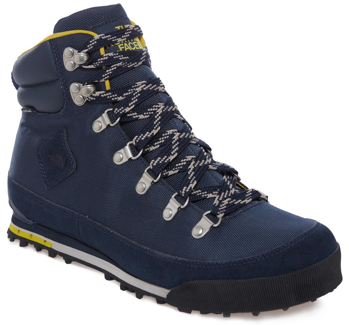 T0CKK4Q7BСтильные мужские ботинки Back-to-Berkeley NL от The North Face займут достойное место среди вашей коллекции обуви. Модель выполнена из плотного текстиля со вставками из искусственной кожи и натуральной замши. Изделие оформлено на язычке и сбоку фирменным логотипом. Мембрана Hydroseal обеспечивает водонепроницаемую защиту. Ярлычок на заднике облегчает надевание обуви. Шнуровка надежно фиксирует изделие. Стелька Ortholite из текстиля комфортна при ходьбе. Подкладка из мультиволокна PrimaLoft формирует устойчивую сетку воздушных мешков, которая удерживает тепло тела и не впускает холод. Подошва имеет чувствительные к температуре Icepick наконечники, которые обеспечивают хорошее сцепление с дорогой. Носочная и пяточная части дополнены защитными резиновыми вставками. В комплект к ботинкам входят дополнительные шнурки. Такие ботинки отлично подойдут для повседневного использования. Они подчеркнут ваш стиль и индивидуальность.
