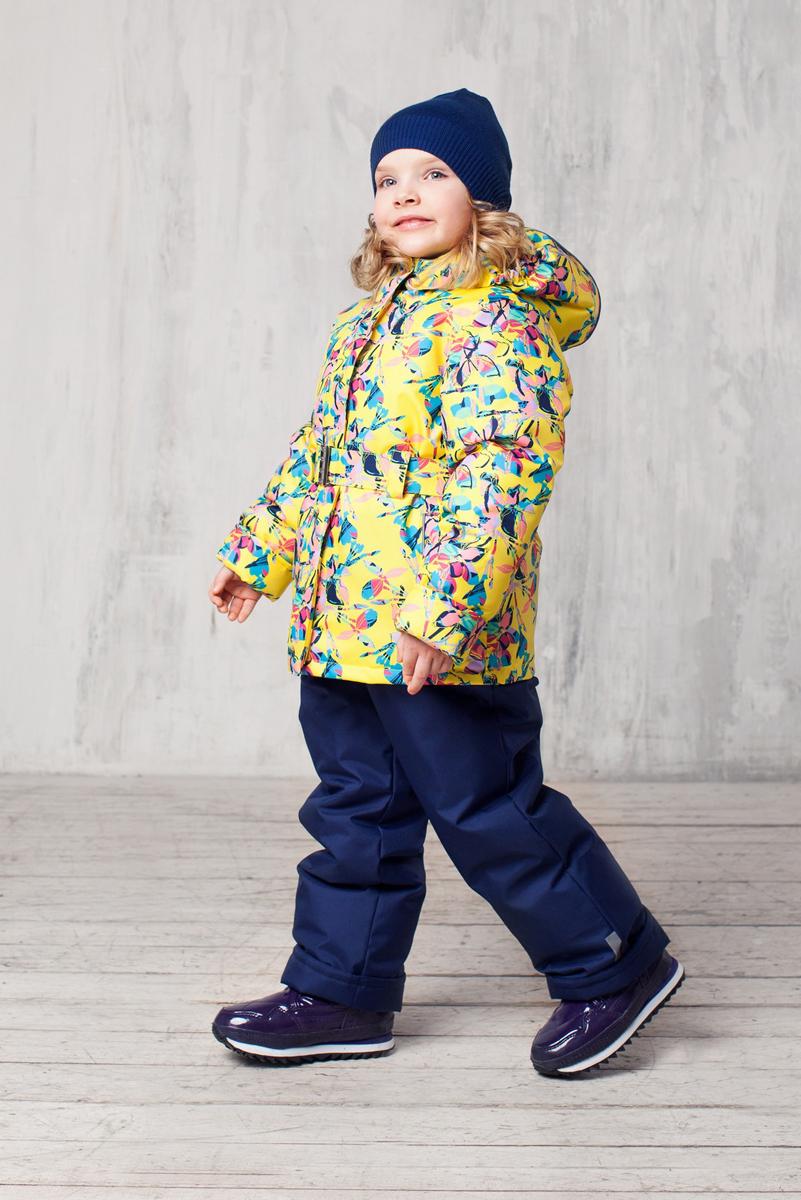 Комплект одежды для девочки Алла. 1КС16281КС1628Высокопрочный костюм из зимней коллекции JICCO by OLDOS оснащен всем самым необходимым для комфортной носки. Пропитка Teflon защитит от грязи и воды, увеличивает износостойкость и облегчает уход. Мембрана 2000/2000 делает костюм дышащим и обеспечивает водонепроницаемость. Гипоаллергенный утеплитель HOLLOFAN 300/150 г - эффективно удерживает тепло, не впитывает влагу и запах. Флисовая подкладка в области груди, спины и воротника, в рукавах и полукомбинезоне гладкий полиэстер для легкости одевания. Костюм может расти вместе с ребенком за счет отворотов. По краю капюшона и низу куртки вшита резинка, обеспечивающая лучшее прилегание. Противоснежные муфты, трикотажные манжеты, ветрозащитные планки и воротник-стойка прекрасно защитят от снега и ветра. Полукомбинезон хорошо закрывает грудку и спинку ребенка, а широкие эластичные лямки легко регулируются по высоте. Карманы в куртке на молнии, в полукомбинезоне карманов нет. Есть светоотражающие элементы. Температура -30 С...+0 С.