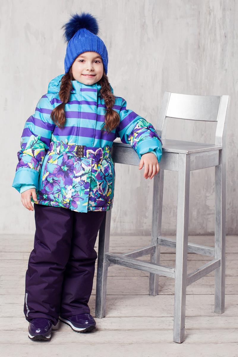 Комплект одежды для девочки Ксю. 1КС16271КС1627Высокопрочный костюм из зимней коллекции JICCO by OLDOS оснащен всем самым необходимым для комфортной носки. Пропитка Teflon защитит от грязи и воды, увеличивает износостойкость и облегчает уход. Мембрана 2000/2000 делает костюм дышащим и обеспечивает водонепроницаемость. Гипоаллергенный утеплитель HOLLOFAN 300/150 г - эффективно удерживает тепло, не впитывает влагу и запах. Флисовая подкладка в области груди, спины и воротника, в рукавах и полукомбинезоне гладкий полиэстер для легкости одевания. Костюм может расти вместе с ребенком за счет отворотов. По краю капюшона и низу куртки вшита резинка, обеспечивающая лучшее прилегание. Противоснежные муфты, трикотажные манжеты, ветрозащитные планки и воротник-стойка прекрасно защитят от снега и ветра. Полукомбинезон хорошо закрывает грудку и спинку ребенка, а широкие эластичные лямки легко регулируются по высоте. Карманы в куртке на молнии, в полукомбинезоне карманов нет. Есть светоотражающие элементы. Температура -30 С...+0 С.
