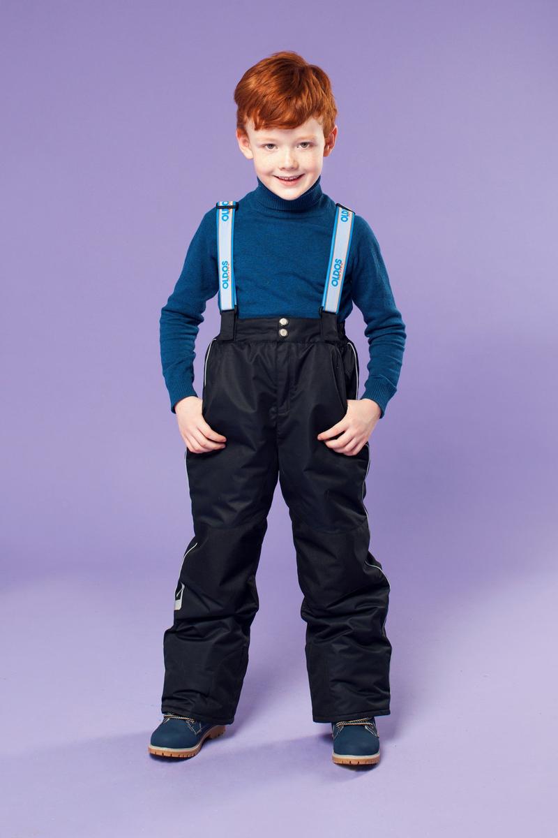 Брюки утепленные16/OA-1PT438Брюки для мальчика Oldos Active Вэйл созданы специально для маленьких непосед и их веселых игр на свежем морозном воздухе. Внешнее покрытие Teflon защищает от воды и грязи, обеспечивает дополнительную износостойкость и легкость в уходе (часто достаточно просто протереть мокрой тряпочкой). Специальная дышащая мембрана 5000/5000 обеспечивает водонепроницаемость и отвод влаги. Утеплитель HOLLOFAN PRO 150 г/м2 эффективно сохраняет тепло и согревает ребенка даже при очень низкой температуре воздуха (температурный режим от -30°С до +5°С), он гипоаллергенен, не впитывает запахи и влагу. Спинка модели съемная, с внутренней стороны отделана мягкой флисовой подкладкой. Скользящая подкладка позволяет с легкостью одевать брюки на любое термобелье или колготы. Колени и низ брючин укреплены дополнительным слоем ткани, помогающим избежать преждевременного износа. Широкие съемные лямки брюк регулируются по длине. Противоснежные муфты с антискользящей резинкой надежно...