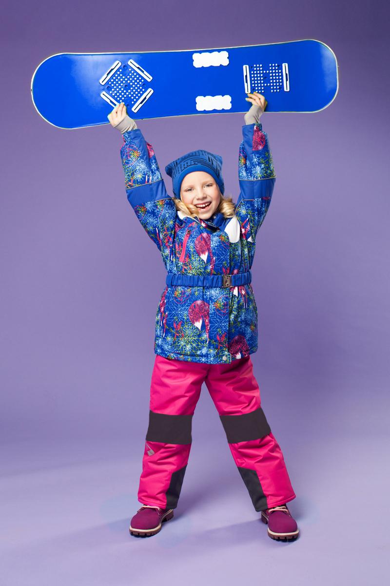 Комплект одежды для девочки Алиса. 16/OA-1SU421-116/OA-1SU421-1Долговечный и технологичный зимний костюм от OLDOS ACTIVE. Покрытие Teflon: защита от воды и грязи, износостойкость, за изделием легко ухаживать. Мембрана 5000/5000 обеспечивает водонепроницаемость, при этом одежда дышит. Гипоаллергенный утеплитель HOLLOFAN PRO 200/150 г/м2 - тоньше обычного, зато эффективнее удерживает тепло. Подклад флисовый (в рукавах и брючинах гладкий п/э для легкости одевания). Температурный режим (-30С...+5С). Костюм прекрасно защитит от ветра и снега благодаря воротнику-стойке, ветрозащитным планкам, снего-ветрозащитным муфтам и юбке; манжета регулируется по ширине. Дополнительно в рукавах есть эластичные манжеты с отверстием для большого пальца! Низ куртки регулируется по ширине, эластичный пояс. Капюшон съемный с регулировкой объема. Карманы на молнии, есть внутренний кармашек на липучке. Полукомбинезон с застежкой на молнии, резинкой по талии, широкими эластичными регулируемыми подтяжками, карманами, усилениями в местах износа. Светоотражающие элементы.