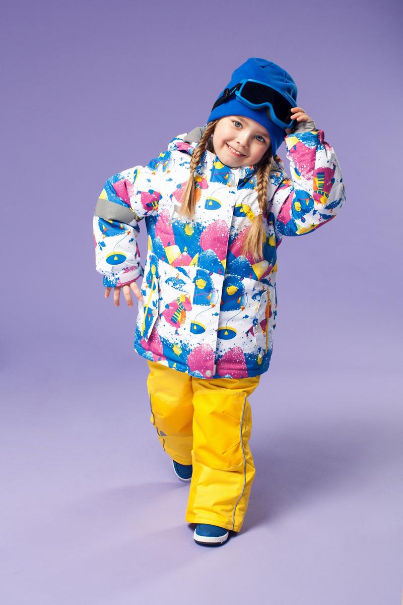 Комплект верхней одежды16/OA-1SU424Долговечный и технологичный зимний костюм Лилита от OLDOS ACTIVE состоит из куртки и полукомбинезона. Костюм оснащен всем самым необходимым для комфортной носки. Верх выполнен из полиэстера, пропитка Teflon защищает от грязи и воды, увеличивает износостойкость и облегчает уход. Мембрана 5000/5000 обеспечивает водонепроницаемость, при этом одежда дышит. Гипоаллергенный утеплитель HOLLOFAN PRO 200 г/м2 в куртке и 150 г/м2 в полукомбинезоне тоньше обычного, зато эффективнее удерживает тепло. Температурный режим (-30°С...+5°С). Флисовая подкладка в области груди, спины, воротника и капюшона; в рукавах и полукомбинезоне - гладкий полиэстер для легкости одевания. Функционал куртки продуман до мелочей: двойная ветрозащитная планка по всей длине молнии с защитой подбородка, противоснежная юбка с антискользящей резинкой, регулируемые по ширине манжеты на рукавах, дополнительно в рукавах есть эластичная мягкая внутренняя манжета с отверстием для большого пальца,...