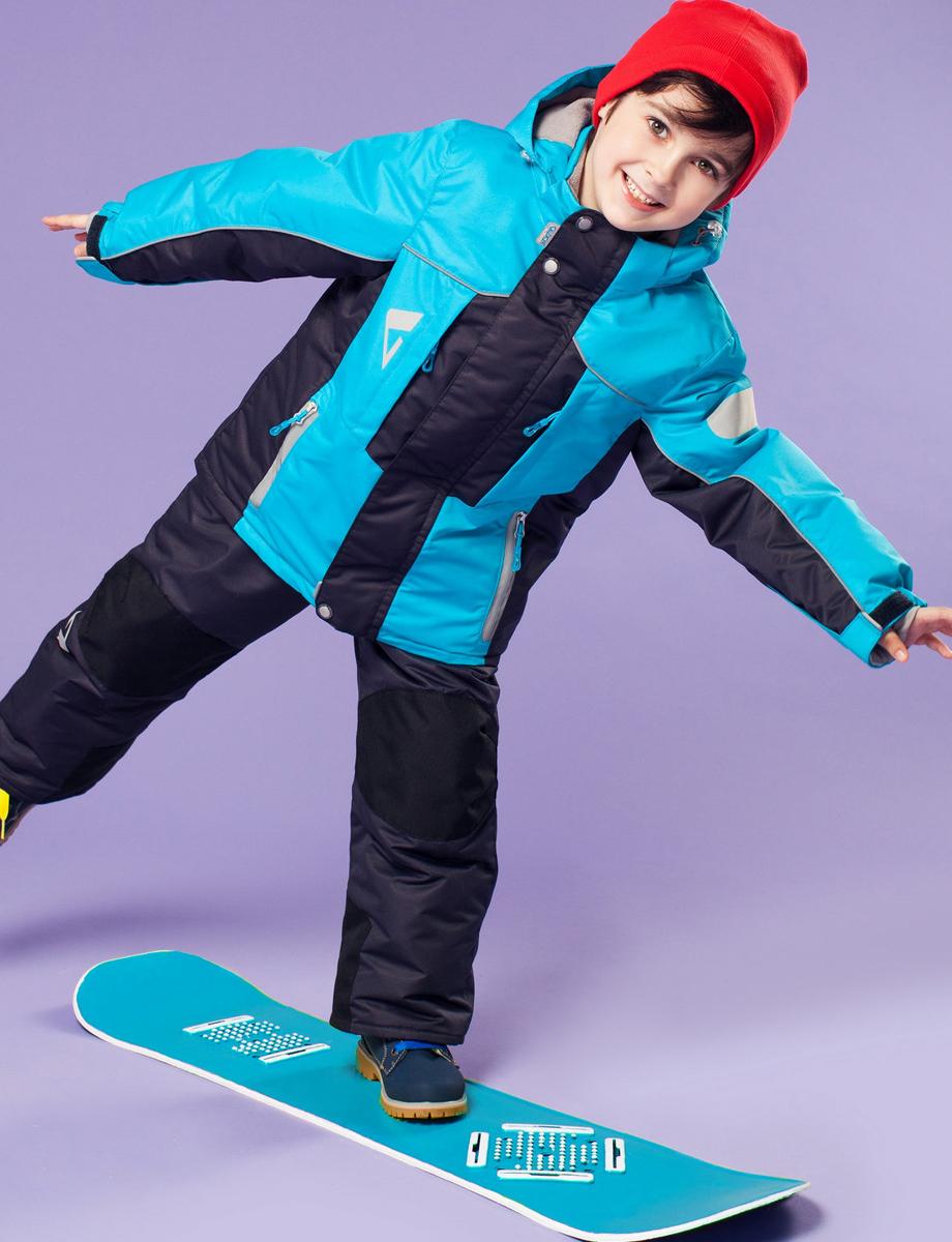 Комплект одежды для мальчика Дамир. 16/OA-1SU428-116/OA-1SU428-1Долговечный и технологичный костюм из зимней коллекции OLDOS ACTIVE. Покрытие Teflon: защита от воды и грязи, износостойкость, за изделием легко ухаживать. Мембрана 5000/5000: водонепроницаемость, одежда дышит. Гипоаллергенный утеплитель HOLLOFAN PRO 200/150 г/м2 - тоньше обычного, зато эффективнее удерживает тепло. Подклад флисовый (в рукавах и полукомбинезоне гладкий п/э для легкости одевания). Температурный режим (-30 С...+5 С). Костюм прекрасно защитит от ветра и снега благодаря воротнику-стойке, ветрозащитным планкам, снего-ветрозащитным муфтам и юбке; манжета регулируется по ширине. Дополнительно в рукавах есть эластичные манжеты с отверстием для большого пальца! Спинка удлиненная, низ куртки регулируется по ширине. Капюшон съемный с регулировкой объема. Карманы на молнии, есть внутренний кармашек на липучке. Полукомбинезон с застежкой на молнии, резинкой по талии, широкими эластичными регулируемыми подтяжками, карманами, усилениями в местах износа. Светоотражающие элементы.