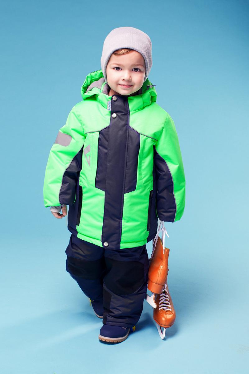 Комплект верхней одежды16/OA-1SU428-1Теплый комплект для мальчика Oldos Active Дамир идеально подойдет для вашего ребенка в холодное время года. Комплект состоит из куртки и полукомбинезона, изготовленных из водонепроницаемой и ветрозащитной ткани. Водо- и грязеотталкивающее покрытие повышает износостойкость модели, что обеспечит ей хороший внешний вид на всем протяжении носки. Благодаря пропитке грязь не проникает в ткань, ее легко смыть под струей воды или стереть влажной салфеткой. Куртка с капюшоном и небольшим воротником-стойкой застегивается на пластиковую застежку-молнию и дополнительно имеет двойную ветрозащитную планку с защитой подбородка. Внешний ветрозащитный клапан на застежках-кнопках и липучках. Подкладка курточки (кроме рукавов) выполнена из теплого мягкого флиса. Капюшон, присборенный по бокам на резинки, пристегивается с помощью застежки-молнии и застежек-кнопок. Для большего комфорта на подкладках капюшона, воротника и низа рукавов используется мягкий флис. Низ рукавов...