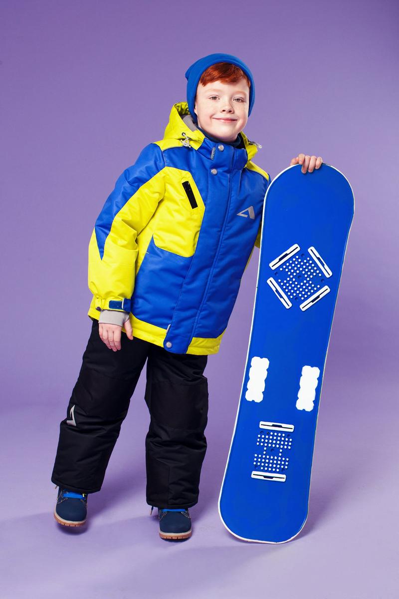 Комплект верхней одежды16/OA-1SU431Долговечный и технологичный костюм из зимней коллекции OLDOS ACTIVE. Покрытие Teflon: защита от воды и грязи, износостойкость, за изделием легко ухаживать. Мембрана 5000/5000 обеспечивает водонепроницаемость, одежда дышит. Гипоаллергенный утеплитель HOLLOFAN PRO 200/150 г/м2 - тоньше обычного, зато эффективнее удерживает тепло. Подклад флисовый (в рукавах и п/комбинезоне гладкий п/э для легкости одевания). Температурный режим -30С...+5С. Костюм прекрасно защитит от ветра и снега благодаря воротнику-стойке, ветрозащитным планкам, снего-ветрозащитным муфтам и юбке; манжета регулируется по ширине. Дополнительно в рукавах есть эластичные манжеты с отверстием для большого пальца! Спинка удлиненная, низ куртки регулируется по ширине. Капюшон съемный с регулировкой объема. Карманы на молнии, есть внутренний кармашек на липучке. Полукомбинезон с застежкой на молнии, резинкой по талии, широкими эластичными регулируемыми подтяжками, карманами, усилениями в местах износа. Светоотражающие...