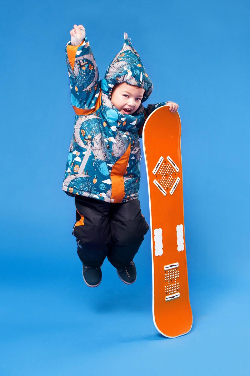 Комплект верхней одежды16/OA-1SU432Очень практичный и технологичный зимний костюм от OLDOS ACTIVE. Покрытие Teflon: защита от воды и грязи, износостойкость, за изделием легко ухаживать. Мембрана 5000/5000: водонепроницаемость, выведение влаги и комфорт. Гипоаллергенный утеплитель HOLLOFAN PRO 200/150 г/м2 - тоньше обычного, зато эффективнее удерживает тепло. Подклад флисовый (в рукавах и п/комбинезоне гладкий п/э для легкости одевания). Температурный режим (-30С...+5С). Костюм прекрасно защитит от ветра и снега благодаря воротнику-стойке, ветрозащитным планкам, снего-ветрозащитным муфтам и юбке; манжета регулируется по ширине. Дополнительно в рукавах есть эластичные манжеты с отверстием для большого пальца! Спинка удлиненная, низ куртки регулируется по ширине. Капюшон съемный с регулировкой объема. Карманы на молнии, есть внутренний карман на липучке. Полукомбинезон с застежкой на молнии, резинкой по талии, широкими эластичными регулируемыми подтяжками, карманами, усилениями в местах износа. Светоотражающие элементы.
