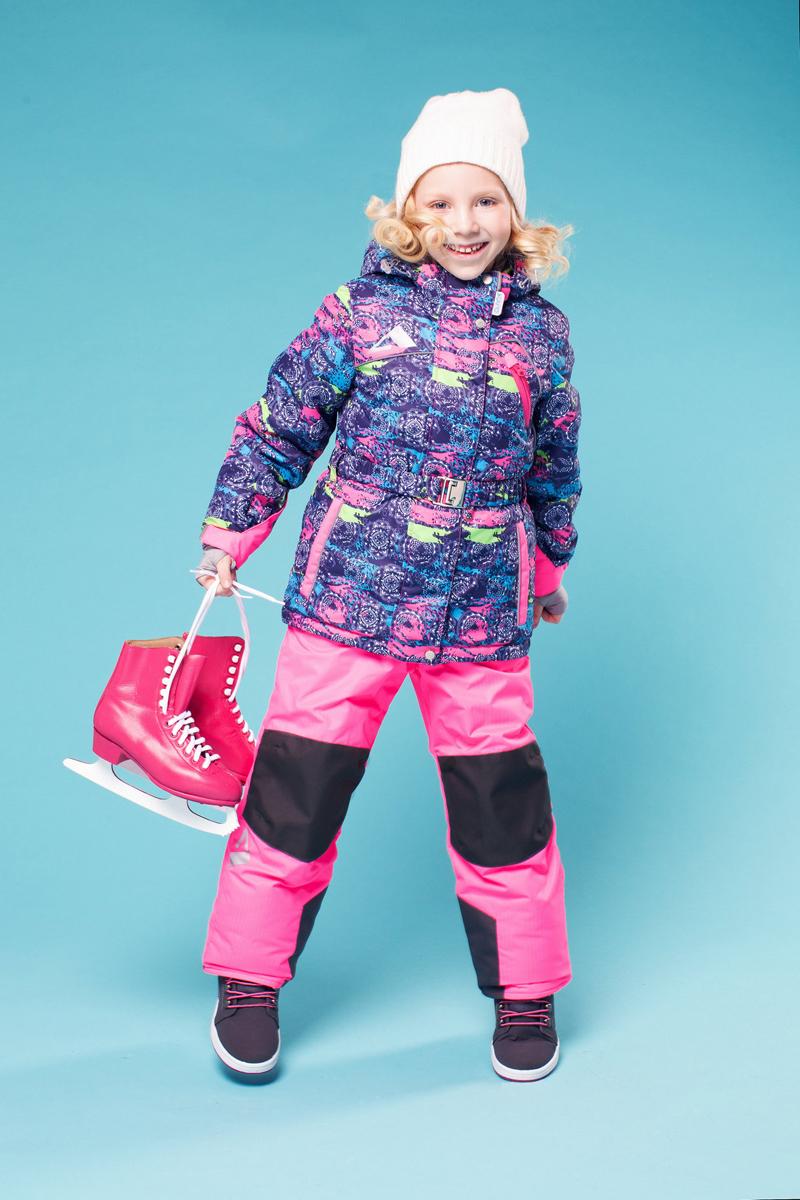 Комплект одежды для девочки Софи. 16/OA-1SU426-216/OA-1SU426-2Долговечный и технологичный костюм из зимней коллекции OLDOS ACTIVE. Покрытие Teflon: защита от воды и грязи, износостойкость, за изделием легко ухаживать. Мембрана 5000/5000: водонепроницаемость, одежда дышит. Гипоаллергенный утеплитель HOLLOFAN PRO 200/150 г/м2 - тоньше обычного, зато эффективнее удерживает тепло. Подклад флисовый (в рукавах и брючинах гладкий п/э для легкости одевания). Температурный режим -30...+5С. Костюм прекрасно защитит от ветра и снега благодаря воротнику-стойке, ветрозащитным планкам, снего-ветрозащитным муфтам и юбке; манжета регулируется по ширине. Дополнительно в рукавах есть эластичные манжеты с отверстием для большого пальца! Спинка удлиненная, низ куртки регулируется по ширине, эластичный пояс. Капюшон съемный с регулировкой объема. Карманы на молнии, есть внутренний карман на липучке. Брюки с застежкой на молнию и кнопку, с резинкой по талии, широкими эластичными регулируемыми подтяжками, карманами, усилениями в местах износа. Светоотражающие элементы.