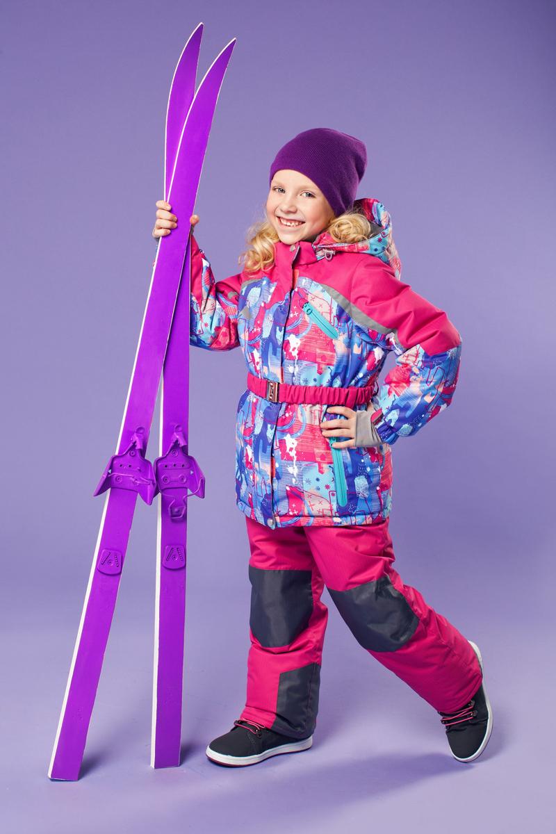 Комплект одежды для девочки Ариэль. 16/OA-1SU422-216/OA-1SU422-2Долговечный и технологичный зимний костюм от OLDOS ACTIVE. Покрытие Teflon: защита от воды и грязи, износостойкость, за изделием легко ухаживать. Мембрана 5000/5000: водонепроницаемость, отвод влаги, комфорт. Гипоаллергенный утеплитель HOLLOFAN PRO 200/150 г/м2 - тоньше обычного, зато эффективнее удерживает тепло. Подклад флисовый (в рукавах и брюках гладкий п/э для легкости одевания). Температурный режим (-30С...+5С). Костюм прекрасно защитит от ветра и снега благодаря воротнику-стойке, ветрозащитным планкам, снего-ветрозащитным муфтам и юбке; манжета регулируется по ширине. Дополнительно в рукавах есть эластичные манжеты с отверстием для большого пальца! Спинка удлиненная, низ куртки регулируется по ширине, эластичный пояс. Капюшон съемный с регулировкой объема. Карманы на молнии, есть внутренний карман на липучке. Брюки с застежкой на молнию и кнопку, с резинкой по талии, широкими эластичными регулируемыми подтяжками, карманами, усилениями в местах износа. Светоотражающие элементы.