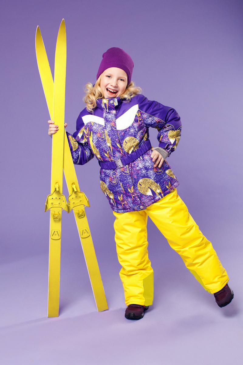 Комплект одежды для девочки Алиса. 16/OA-1SU421-216/OA-1SU421-2Долговечный и технологичный зимний костюм от OLDOS ACTIVE. Покрытие Teflon: защита от воды и грязи, износостойкость, за изделием легко ухаживать. Мембрана 5000/5000 обеспечивает водонепроницаемость, при этом одежда дышит. Гипоаллергенный утеплитель HOLLOFAN PRO 200/150 г/м2 - тоньше обычного, зато эффективнее удерживает тепло. Подклад флисовый (в рукавах и брючинах гладкий п/э для легкости одевания). Температурный режим (-30С...+5С). Костюм прекрасно защитит от ветра и снега благодаря воротнику-стойке, ветрозащитным планкам, снего-ветрозащитным муфтам и юбке; манжета регулируется по ширине. Дополнительно в рукавах есть эластичные манжеты с отверстием для большого пальца! Низ куртки регулируется по ширине, эластичный пояс. Капюшон съемный с регулировкой объема. Карманы на молнии, есть внутренний карман на липучке. Брюки с застежкой на молнию и кнопку, с резинкой по талии, широкими эластичными регулируемыми подтяжками, карманами, усилениями в местах износа. Светоотражающие элементы.