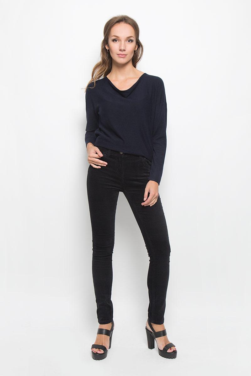 БрюкиB306502Стильные женские брюки Baon - это изделие высочайшего качества, которое превосходно сидит и подчеркнет все достоинства вашей фигуры. Брюки слим стандартной посадки выполнены из эластичного хлопка, что обеспечивает комфорт и удобство при носке. Брюки застегиваются на пуговицу в поясе и ширинку на застежке-молнии, на поясе имеются шлевки для ремня. Брюки дополнены двумя втачными карманами спереди и двумя накладными карманами сзади. Изделие имеет оригинальную бархатистую фактуру. Эти модные и в то же время комфортные брюки послужат отличным дополнением к вашему гардеробу и помогут создать неповторимый современный образ.