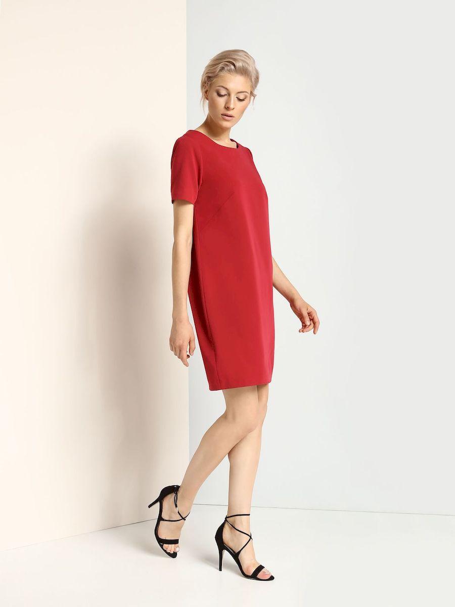ПлатьеSSU1625CEСтильное платье Top Secret выполнено из полиэстера и вискозы с добавлением эластана. Платье-миди свободного кроя с круглым вырезом горловины и короткими рукавами застегивается на скрытую застежку-молнию, расположенную на спинке.