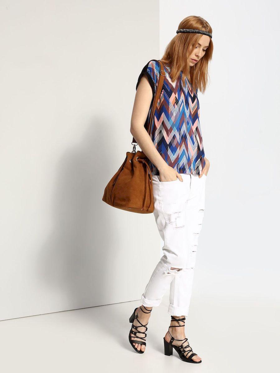 БлузкаSBW0273NIСтильная женская блузка Top Secret, выполнена из 100% вискозы. Блузка свободного кроя с короткими рукавами и круглым вырезом горловины оформлена интересным принтом.