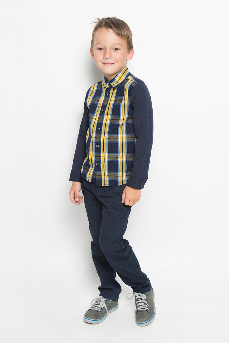 РубашкаH-712/445-6322Стильная рубашка для мальчика Sela идеально подойдет вашему ребенку. Изготовленная из натурального хлопка, она мягкая и приятная на ощупь, обладает высокой износостойкостью, не сковывает движения и позволяет коже дышать, обеспечивая наибольший комфорт. Рубашка с длинными рукавами и отложным воротничком застегивается на пластиковые пуговицы по всей длине. Манжеты рукавов также застегиваются на пуговицы. Классическая рубашка, оформленная принтом в клетку, дополнена накладным нагрудным карманом. Она будет превосходно сочетаться как с джинсами, так и с классическими брюками. Современный дизайн и расцветка делают эту рубашку стильным предметом детского гардероба.