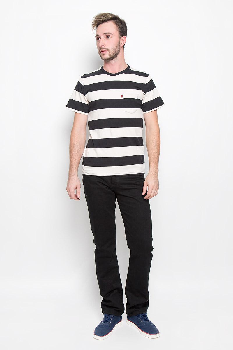 Футболка1579800950Мужская футболка Levis®, выполненная из натурального хлопка, идеально подойдет для повседневной носки. Материал изделия легкий, мягкий и приятный на ощупь, не сковывает движения и позволяет коже дышать. Футболка с короткими рукавами имеет круглый вырез горловины, дополненный трикотажной резинкой. Модель оформлена принтом в полоску и дополнена накладным карманом на груди. Модный дизайн делает эту футболку стильным предметом мужской одежды. Она поможет создать отличный современный образ.