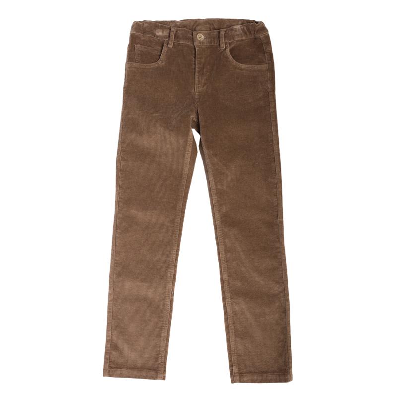 Брюки363078Стильные вельветовые брюки для мальчика выполнены из эластичного хлопка в стиле ретро. Брюки прямого кроя и стандартной посадки на талии застегиваются на пуговицу и имеют ширинку на застежке-молнии. Модель представляет собой классическую пятикарманку: два втачных и один маленький накладной кармашек спереди и два накладных кармана сзади. На поясе имеются шлевки для ремня.