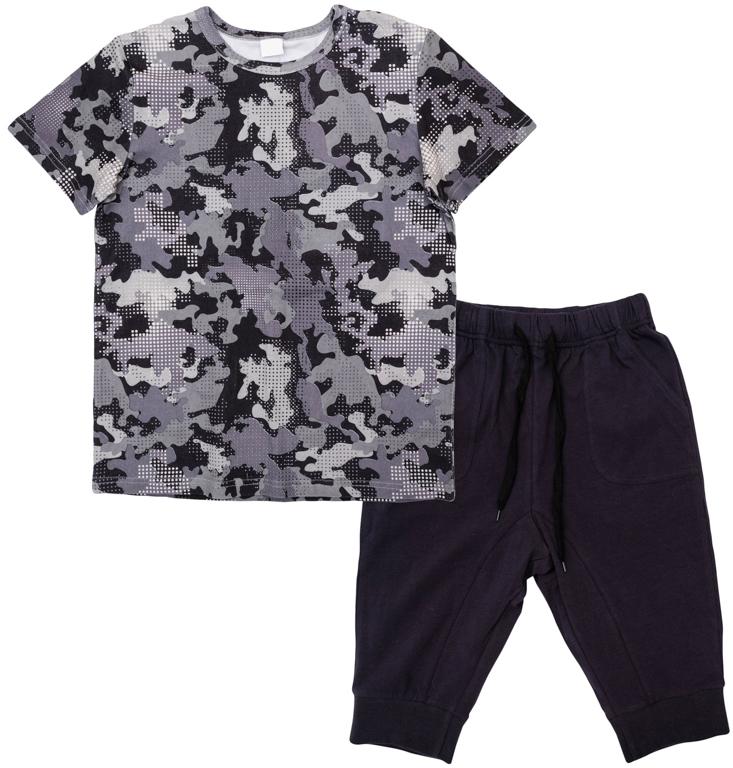 Комплект одежды для мальчиков. 363172363172Стильный хлопковый комплект из футболки и бриджей с заниженной слонкой. Футболка украшена принтом в набивку в стиле милитари. Пояс и низ штанишек на резинке, есть шнурок для дополнительной регулировки по талии. Есть 4 функциональных кармана.