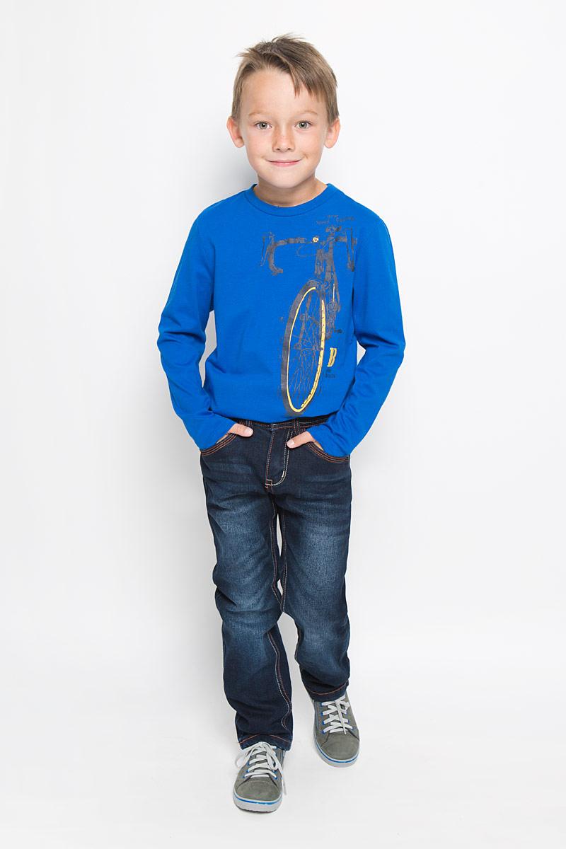 ДжинсыPJ-835/849-6342_м895307002Утепленные стильные джинсы для мальчика Sela Denim идеально подойдут юному моднику для отдыха и прогулок. Изготовленные из высококачественного материала, они мягкие и приятные на ощупь, не сковывают движения и позволяют коже дышать, обеспечивая наибольший комфорт. Подкладка из хлопка с добавлением полиэстера. Джинсы прямого кроя, на талии застегиваются на металлическую пуговицу и имеют ширинку на застежке-молнии, а также шлевки для ремня. С внутренней стороны пояс регулируется скрытой резинкой на пуговицах. Модель имеет классический пятикарманный крой: спереди - два втачных кармана и один маленький накладной, а сзади - два накладных кармана. Оформлено изделие контрастной прострочкой и легким эффектом потертости. Современный дизайн и расцветка делают эти джинсы модным предметом детской одежды. В них ребенок всегда будет в центре внимания!