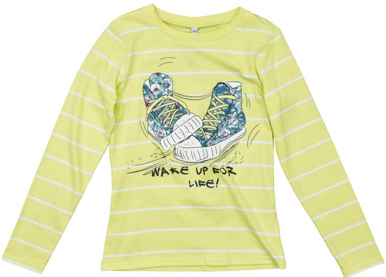 Футболка для девочек. 364163364163Яркая футболка с длинными рукавами. Украшена принтом с кедами в основных цветах коллекции. На воротнике эластичная бейка.