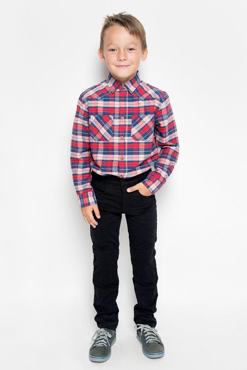 Джинсы6204654.41.82_1200Стильные джинсы Tom Tailor станут отличным дополнением к гардеробу вашего мальчика. Изготовленные из хлопка с добавлением эластана, они необычайно мягкие и приятные на ощупь, не сковывают движения и позволяют коже дышать, не раздражают даже самую нежную и чувствительную кожу ребенка, обеспечивая наибольший комфорт. Джинсы-слим застегиваются на металлический крючок в поясе и ширинку на застежке-молнии. С внутренней стороны пояс дополнен регулируемой эластичной резинкой, которая позволяет подогнать модель по фигуре. На поясе предусмотрены шлевки для ремня. Джинсы имеют классический пятикарманный крой: спереди модель оформлена двумя втачными карманами и одним маленьким накладным кармашком, а сзади - двумя накладными карманами. Современный дизайн и расцветка делают эти джинсы модным и стильным предметом детского гардероба. В них вам мальчик будет чувствовать себя уютно и комфортно и всегда будет в центре внимания!