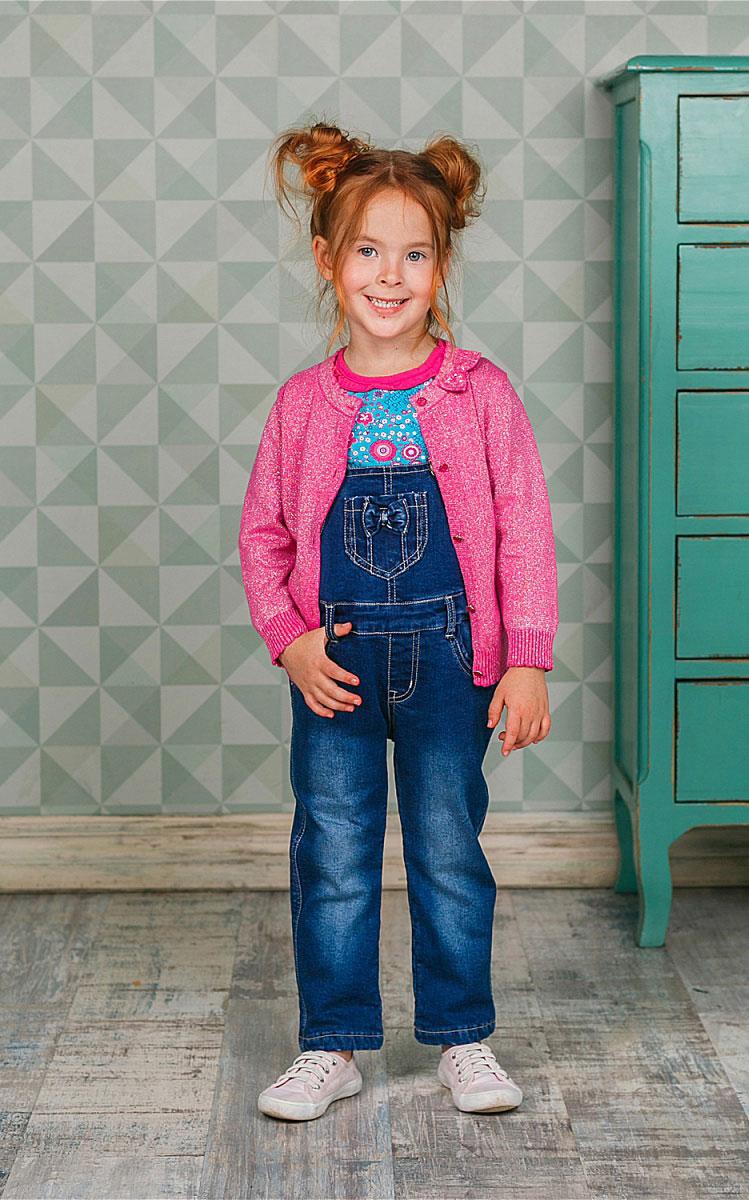 Полукомбинезон205208Полукомбинезон Sweet Berry для девочки выполнен из комфортного джинсового материала. Модель по бокам застегивается на пуговицы, на поясе имеются шлевки для ремня. Изделие дополнено пятью удобными карманами: двумя втачными карманами на полукомбинезоне спереди, двумя накладными сзади и накладным кармашком на груди. Универсальный цвет позволяет сочетать модель с любой одеждой.