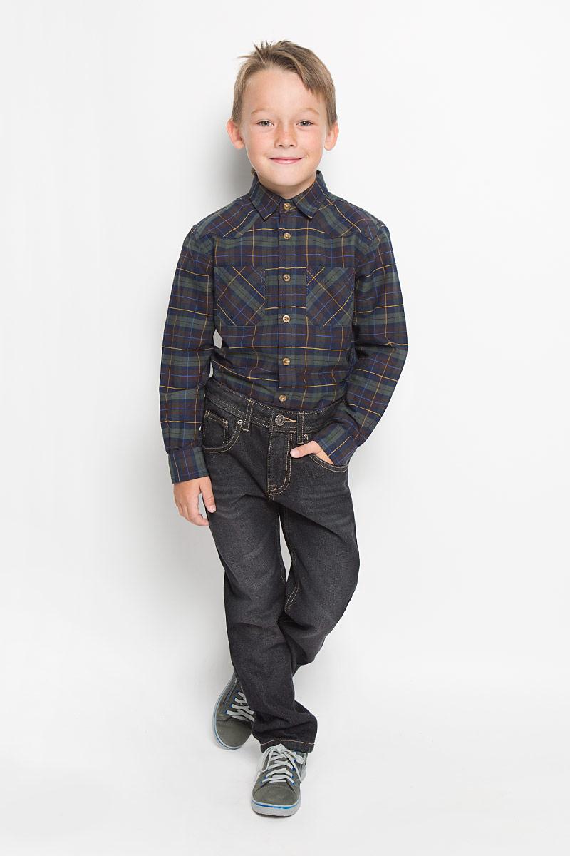 PJ-835/850-6342Утепленные стильные джинсы для мальчика Sela Denim идеально подойдут юному моднику для отдыха и прогулок. Изготовленные из высококачественного материала, они мягкие и приятные на ощупь, не сковывают движения и позволяют коже дышать, обеспечивая наибольший комфорт. Утеплитель из 100% полиэстера. Джинсы прямого кроя, на талии застегиваются на металлическую пуговицу и имеют ширинку на застежке-молнии, а также шлевки для ремня. С внутренней стороны пояс регулируется скрытой резинкой на пуговицах. Модель имеет классический пятикарманный крой: спереди - два втачных кармана и один маленький накладной, а сзади - два накладных кармана. Оформлено изделие контрастной прострочкой и легким эффектом потертости. Современный дизайн и расцветка делают эти джинсы модным предметом детской одежды. В них ребенок всегда будет в центре внимания!