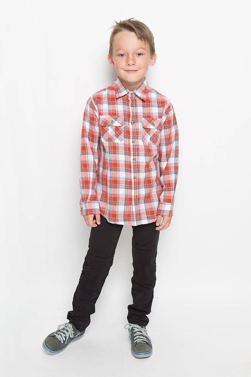 РубашкаH-812/193-6313Стильная рубашка для мальчика Sela идеально подойдет вашему ребенку. Изготовленная из натурального хлопка, она мягкая и приятная на ощупь, обладает высокой износостойкостью, не сковывает движения и позволяет коже дышать, обеспечивая наибольший комфорт. Рубашка с длинными рукавами и отложным воротничком застегивается на пластиковые пуговицы по всей длине. Манжеты рукавов также застегиваются на пуговицы. Классическая рубашка, оформленная принтом в клетку, дополнена двумя накладными нагрудными карманами. Она будет превосходно сочетаться как с джинсами, так и с классическими брюками. Современный дизайн и расцветка делают эту рубашку стильным предметом детского гардероба.
