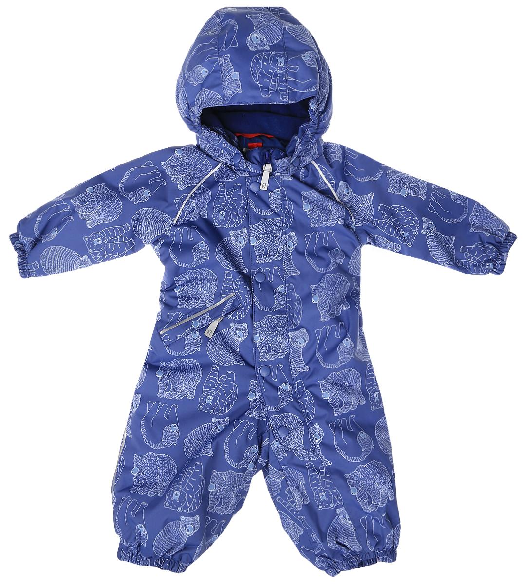Комбинезон утепленный510229B-6879Детский комбинезон Reima Reimatec Bjorn со средней степенью утепления займет достойное место в гардеробе ребенка. Комбинезон изготовлен из водонепроницаемой и ветрозащитной мембранной ткани с утеплителем из синтепона (160 г). Благодаря специальной обработке полиуретаном поверхность изделия отталкивает грязь и воду, что облегчает поддержание аккуратного вида одежды. Дышащий материал хорошо пропускает воздух, обеспечивая комфорт при носке. Съемный регулируемый капюшон не только защитит в ветреный день, но и обеспечит безопасность во время игр на свежем воздухе. Комбинезон застегивается на пластиковую молнию с защитой подбородка и дополнительно имеет ветрозащитную планку. С помощью удобной системы кнопок Play Layers® к нему можно присоединять одежду промежуточного слоя Reima®. В холодные дни промежуточный слой подарит вашему ребенку дополнительное тепло и комфорт. Спереди модель дополнена прорезным карманом, который...