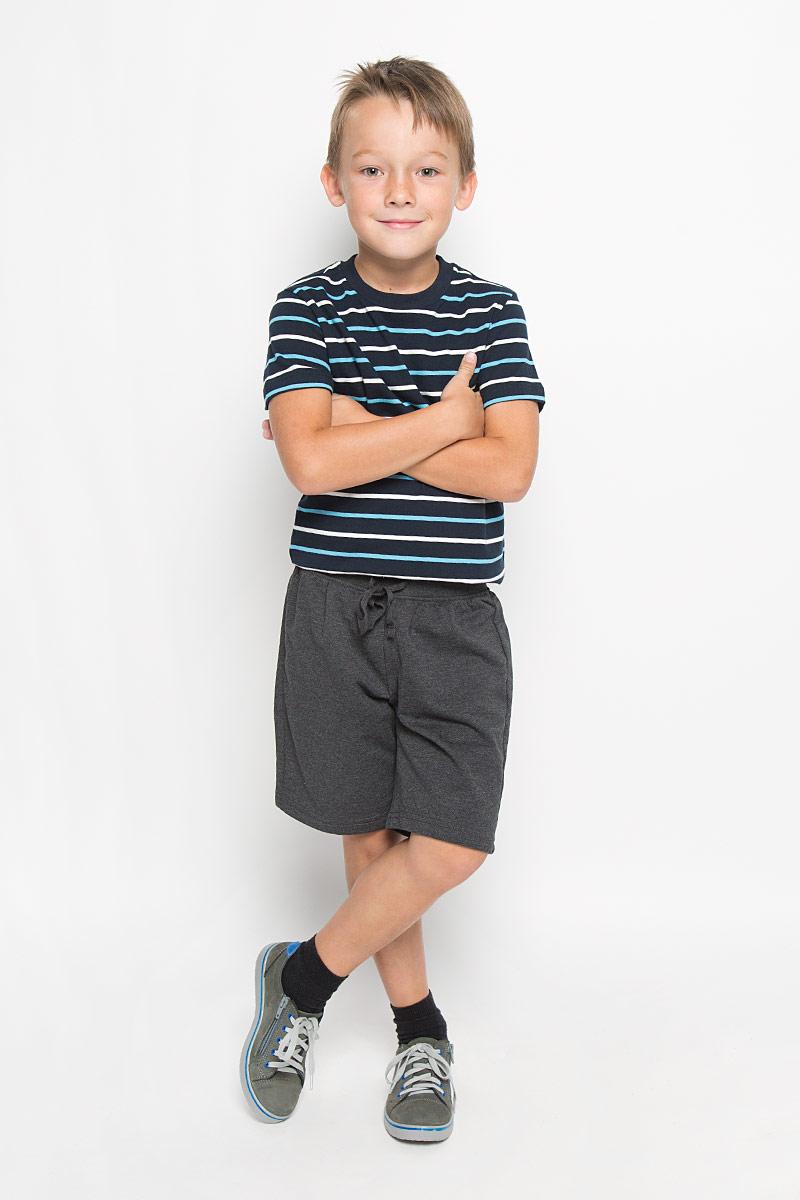 ШортыSHk-815/291-6332Удобные шорты для мальчика Sela идеально подойдут вашему маленькому моднику. Изготовленные из хлопка c добавлением полиэстера, они не сковывают движения, обладают высокой износостойкостью, отводят влагу от тела и позволяют коже дышать, обеспечивая наибольший комфорт. Шорты имеют широкую эластичную резинку в поясе, которая обеспечивает надежную и комфортную посадку по фигуре. Объем талии регулируется при помощи шнурка-кулиски. Практичные и стильные шорты идеально подойдут вашему малышу, а модная расцветка и высококачественный материал позволят ему комфортно чувствовать себя во время спортивных занятий и всегда оставаться в центре внимания!