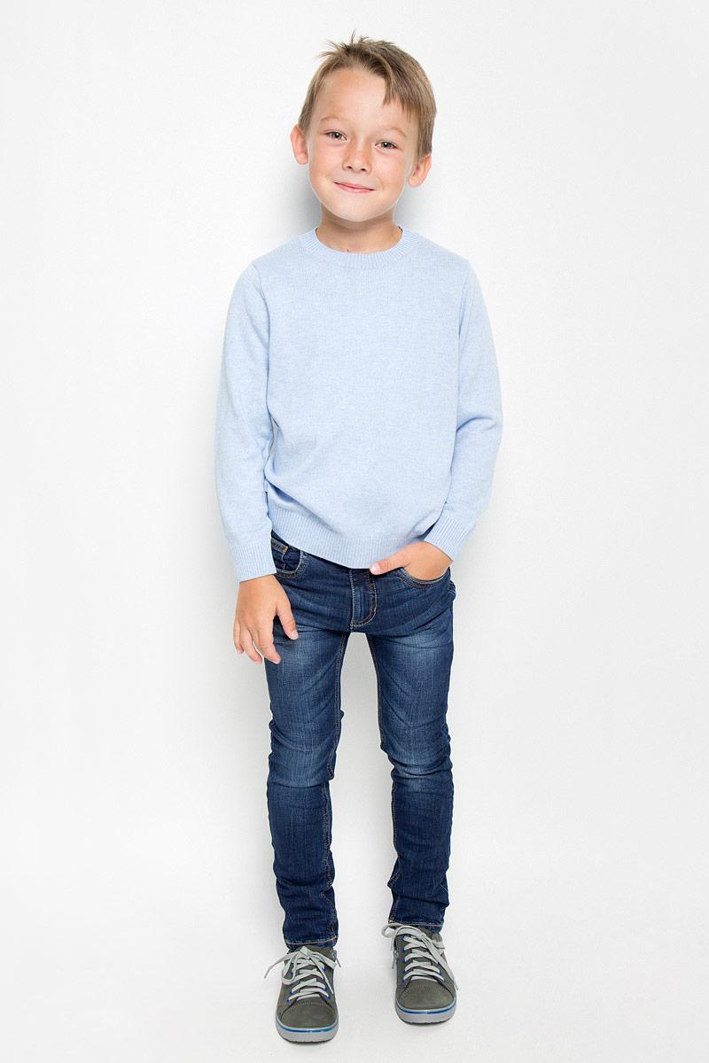 6204655.00.82_1097Стильные джинсы Tom Tailor станут отличным дополнением к гардеробу вашего мальчика. Изготовленные из хлопка с добавлением эластана, они необычайно мягкие и приятные на ощупь, не сковывают движения и позволяют коже дышать, не раздражают даже самую нежную и чувствительную кожу ребенка, обеспечивая наибольший комфорт. Джинсы-скинни застегиваются на металлический крючок в поясе и ширинку на застежке-молнии. С внутренней стороны пояс дополнен регулируемой эластичной резинкой, которая позволяет подогнать модель по фигуре. На поясе предусмотрены шлевки для ремня. Джинсы имеют классический пятикарманный крой: спереди модель оформлена двумя втачными карманами и одним маленьким накладным кармашком, а сзади - двумя накладными карманами. Модель оформлена контрастной прострочкой, перманентными складками и эффектом потертости. Современный дизайн и расцветка делают эти джинсы модным и стильным предметом детского гардероба. В них вам мальчик будет чувствовать себя...
