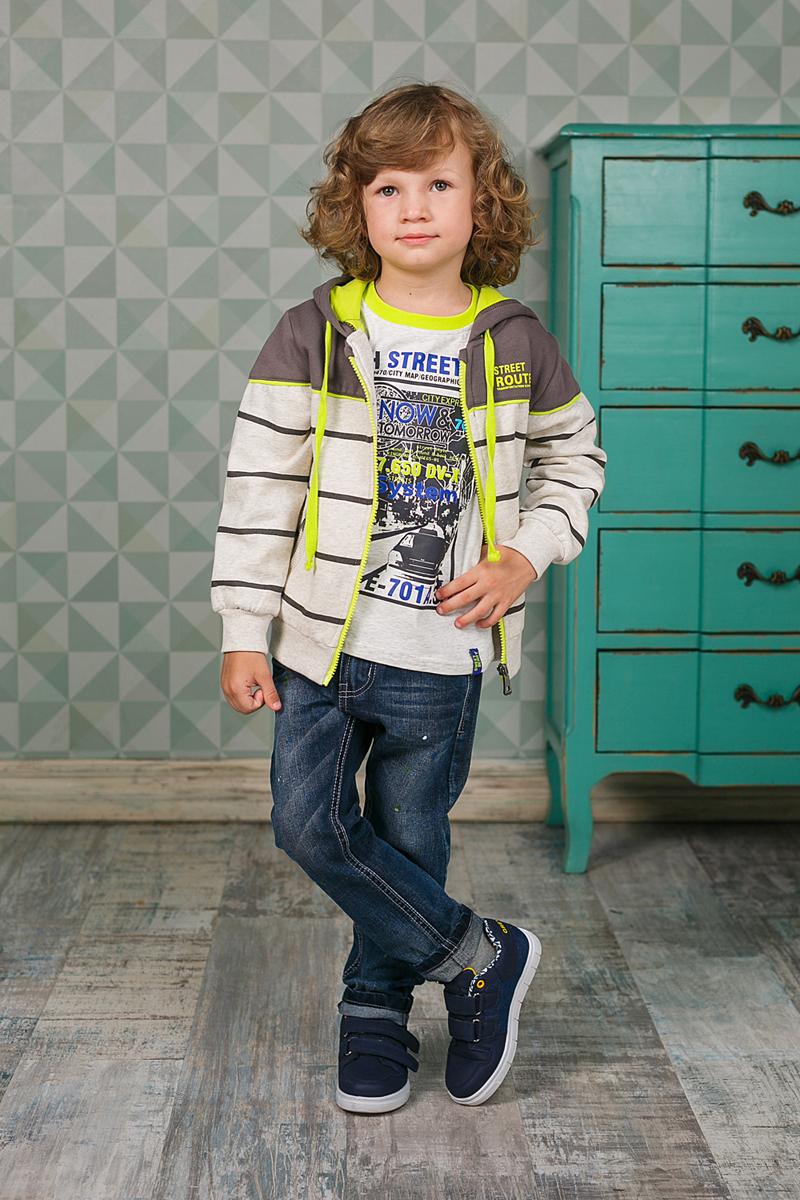 206370Удобная толстовка для мальчика выполнена в спортивном стиле. Модель с капюшоном на шнурке застегивается на молнию и дополнена двумя карманами на молниях. Манжеты рукавов и низ изделия изготовлены из трикотажной резинки.