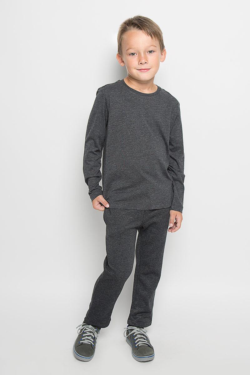 Футболка с длинным рукавомT-811/1030-6332Стильный лонгслив для мальчика Sela идеально подойдет вашему ребенку. Изготовленный из хлопка с добавлением полиэстера, он необычайно мягкий и приятный на ощупь, не сковывает движения и позволяет коже дышать, не раздражает даже самую нежную и чувствительную кожу ребенка, обеспечивая ему наибольший комфорт. Однотонный лонгслив с круглым вырезом горловины и длинными рукавами. Вырез горловины дополнен трикотажной эластичной резинкой. В таком лонгсливе ваш маленький мужчина будет чувствовать себя уютно и комфортно, и всегда будет в центре внимания!