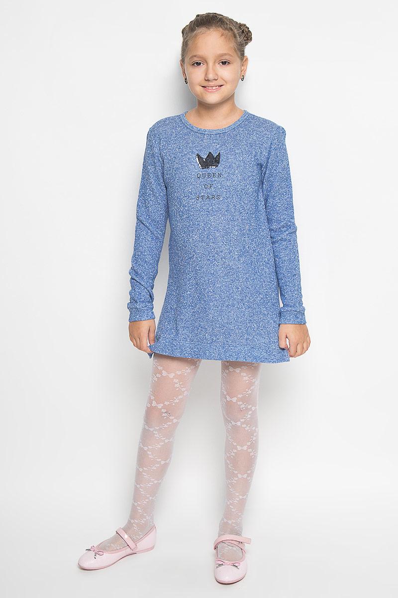 DK-617/423-6382Платье для девочки Sela станет отличным дополнением к гардеробу вашей модницы. Платье изготовлено из хлопка с добавлением полиэстера, оно приятное на ощупь, не сковывает движения и позволяет коже дышать, обеспечивая комфорт. Изнаночная сторона с небольшими петельками. Модель с круглым вырезом горловины и длинными рукавами застегивается сзади на металлическую молнию. На рукавах имеются манжеты. По бокам предусмотрены небольшие разрезы. Украшено изделие аппликацией в виде короны из пайеток, а также принтовой надписью. В таком стильном платье ваша принцесса всегда будет в центре внимания!