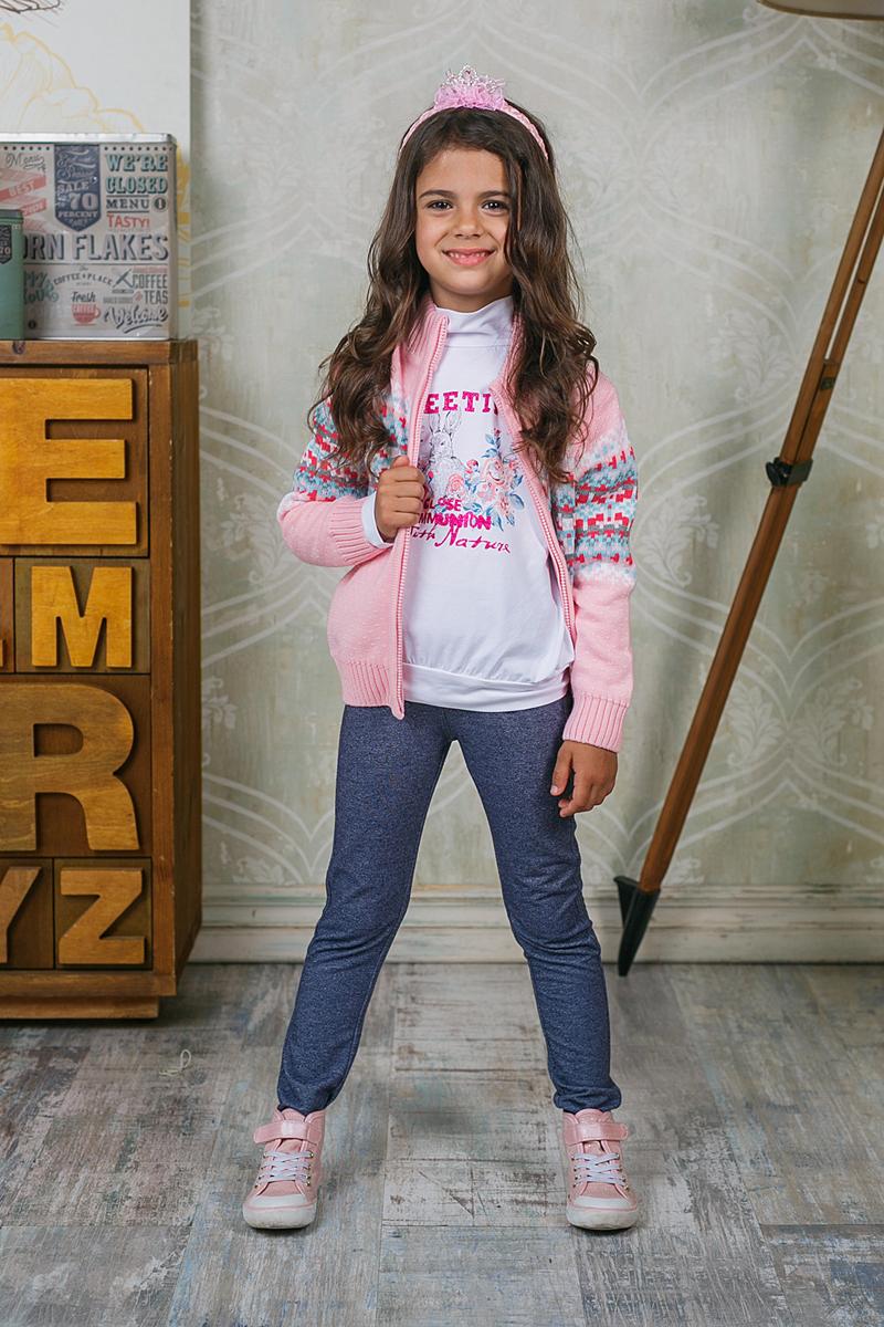 Жакет205481Теплая кофта Sweet Berry для девочки изготовлена из вязаного трикотажа с оригинальным узором. Модель с воротником-стойкой, надежно защищающим от ветра, застегивается на молнию. Воротник, манжеты рукавов и низ кофты связаны широкой резинкой.