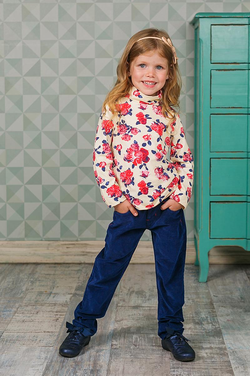 205571Водолазка для девочки Sweet Berry изготовлена из хлопка с добавлением эластана и оформлена цветочным принтом. Высокий воротник надежно защищает от ветра. Базовая модель позволяет создавать стильные образы.