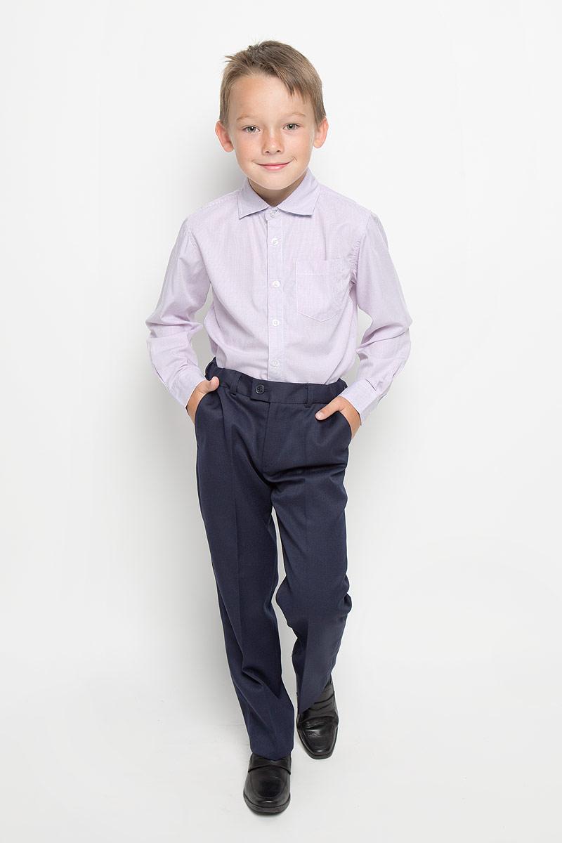 РубашкаH-812/188-6311Стильная рубашка для мальчика Sela идеально подойдет вашему юному мужчине. Изготовленная из хлопка с добавлением полиэстера, она мягкая и приятная на ощупь, не сковывает движения и позволяет коже дышать, не раздражает даже самую нежную и чувствительную кожу ребенка, обеспечивая ему наибольший комфорт. Рубашка классического кроя с длинными рукавами и отложным воротничком застегивается по всей длине на пуговицы. Края рукавов дополнены широкими манжетами на пуговицах. Низ изделия немного закруглен к боковым швам. Модель оформлена принтом в мелкую полоску и дополнена накладным карманом на груди. Такая рубашка будет прекрасно смотреться с брюками, пиджаками и жилетами. Она станет неотъемлемой частью школьного гардероба.