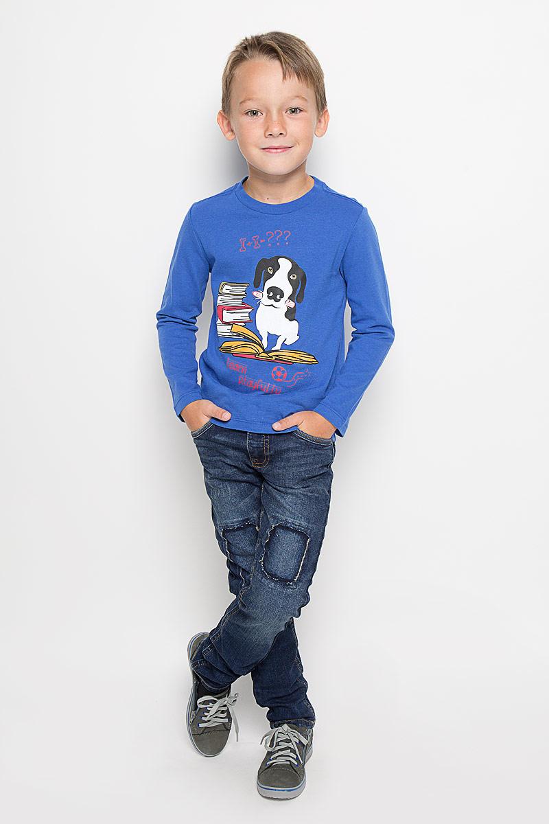 Джинсы6204650.40.30_1097Стильные джинсы Tom Tailor станут отличным дополнением к гардеробу вашего мальчика. Изготовленные из эластичного хлопка, они необычайно мягкие и приятные на ощупь, не сковывают движения и позволяют коже дышать, не раздражают даже самую нежную и чувствительную кожу ребенка, обеспечивая наибольший комфорт. Джинсы застегиваются на пуговицу в поясе и ширинку на застежке-молнии. С внутренней стороны пояс дополнен регулируемой эластичной резинкой, которая позволяет подогнать модель по фигуре. На поясе предусмотрены шлевки для ремня. Джинсы имеют классический пятикарманный крой: спереди модель оформлена двумя втачными карманами и одним маленьким накладным кармашком, а сзади - двумя накладными карманами. Модель оформлена декоративными заплатками и эффектом потертости. Современный дизайн и расцветка делают эти джинсы модным и стильным предметом детского гардероба. В них вам мальчик будет чувствовать себя уютно и комфортно, и всегда будет в центре внимания!