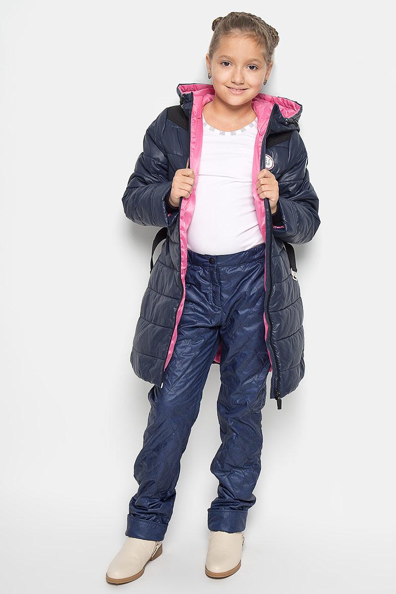 Брюки для девочки. 64057_BOG64057_BOG_вар.3Утепленные брюки для девочки Boom! идеально подойдут вашей дочурке в прохладное время года. Брюки, изготовленные из водоотталкивающей и ветрозащитной ткани на флисовой подкладке, необычайно мягкие и приятные на ощупь, не сковывают движения и позволяют коже дышать, не раздражают нежную кожу ребенка, обеспечивая ему наибольший комфорт. Стеганые брюки прямого кроя по поясу застегиваются на кнопку и имеют ширинку на застежке молнии. Объем пояса регулируется за счет скрытой резинки на пуговице. Спереди имеются два втачных кармана. Низ штанин подгибается. В таких брюках ваша дочурка будет чувствовать себя тепло, уютно и всегда будет в центре внимания!
