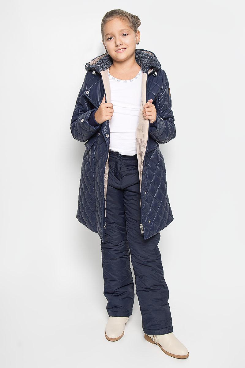Pp-625/101-6312Утепленные брюки Sela идеально подойдут вашей девочке в прохладное время года. Брюки изготовлены из нейлона. Подкладка и утеплитель из 100% полиэстера обеспечат тепло и комфорт. Брюки необычайно мягкие и приятные на ощупь, не сковывают движения и позволяют коже дышать, не раздражают нежную кожу ребенка, обеспечивая наибольший комфорт. Брюки прямого кроя застегиваются на пуговицу и кнопку в поясе, и ширинку на застежке-молнии. Спереди модель дополнена двумя втачными карманами, сзади - декоративными клапанами с заклепками. На поясе предусмотрены шлевки для ремня. Нижняя часть штанин с внутренней стороны дополнена манжетами с эластичными резинками, предотвращающими попаданием снега. Светоотражающие элементы увеличивают безопасность вашего ребенка с темное время суток. В таких брюках ваш ребенок будет чувствовать себя тепло и уютно.