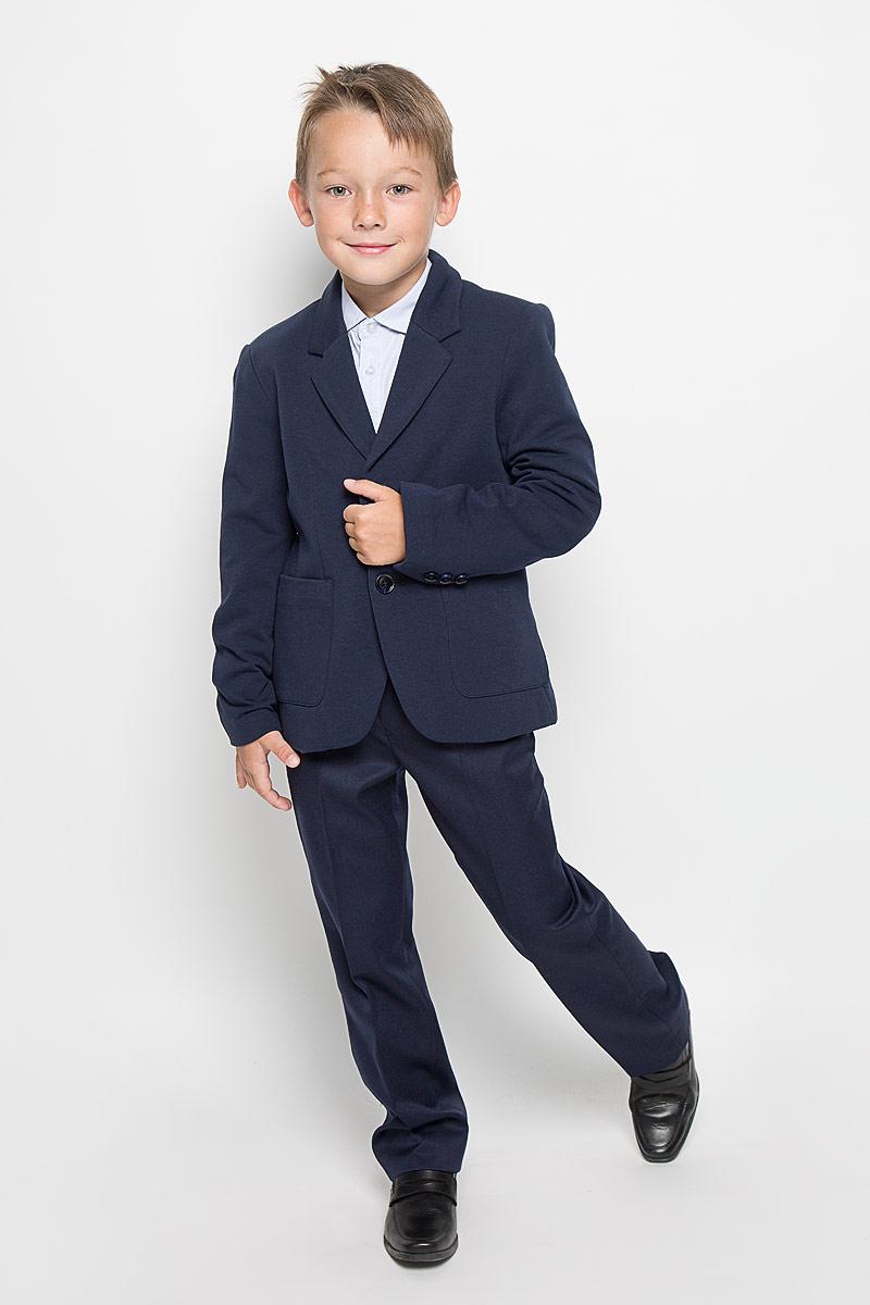 ПиджакJTk-816/097-6311Стильный пиджак для мальчика Sela станет отличным дополнением к школьному гардеробу в прохладные дни. Изготовленный из высококачественного материала, он необычайно мягкий и приятный на ощупь, не сковывает движения и позволяет коже дышать, не раздражает нежную кожу ребенка, обеспечивая ему наибольший комфорт. Модель на подкладке из хлопка с полиэстером, на рукавах из 100% полиэстера. Пиджак с воротничком с лацканами застегивается на пластиковые пуговицы и дополнен скрытыми плечиками. Низ рукавов оформлен декоративными пуговицами. Спереди пиджак дополнен двумя накладными карманами. Сзади предусмотрена шлица. В таком пиджачке ваш маленький мужчина будет чувствовать себя комфортно, уютно и всегда будет в центре внимания!