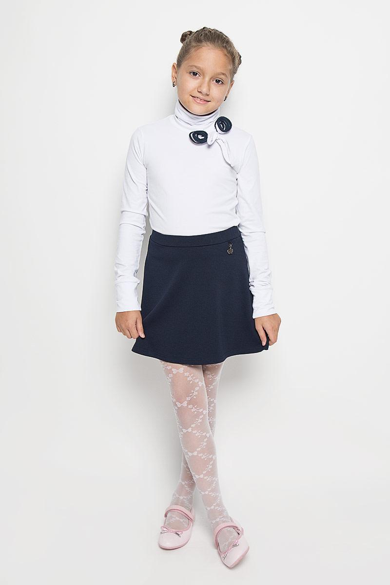 AW15GS276B-1Водолазка для девочки Nota Bene изготовлена из эластичного хлопка. Материал изделия мягкий, тактильно приятный, не сковывает движения и хорошо пропускает воздух. Водолазка с длинными рукавами и воротником-гольф украшена декоративными цветами с контрастной окантовкой и текстильным бантом. Водолазка отлично сочетается с юбками и брюками. В ней вашей принцессе всегда будет уютно и комфортно!